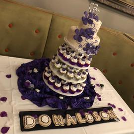 Wedding_Cake_purple_white_magnolia_cupca