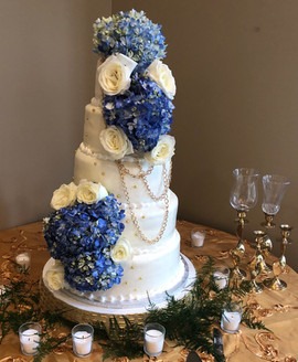 Wedding_Cake_5_tier_live_flowers_gold_ch