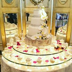 Wedding_Cake_3_tier_lillies_cupcakes_sil