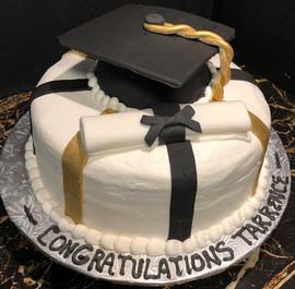 Graduation_Cake_black_gold_white_cap.jpg