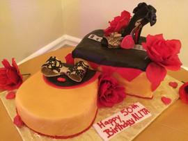 Accessories_Cake_red_gold_purse_shoe_box