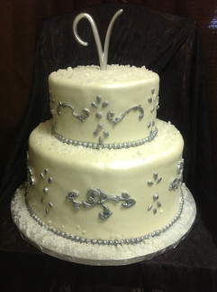 Wedding_Cake_white_silver_2.JPG