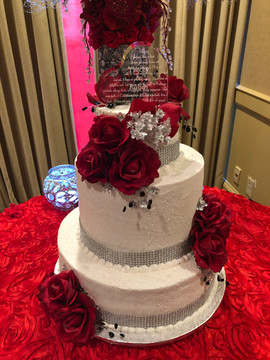 Wedding_Cake_3_tier_red_white_roses_glas