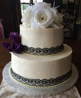 Wedding_Cake_2_tier_white_black_lace_pur