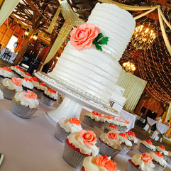Wedding_Cake_rustic_2_tier_cupcakes_salm