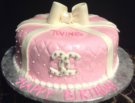 Woman_Birthday_Cake_pink_white_bow_quilt