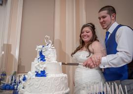 Wedding_Cake_blue_white_filigree_cutting