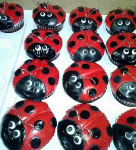 Cupcakes_ladybugs.jpg