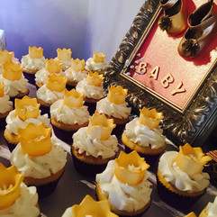 Cupcakes_Royal_babyshower.jpg