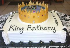 Royal_Cake_black_white_crown_gold_jewels