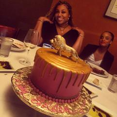 Royal_Cake_drip_pink_gold_lion_leo.JPG