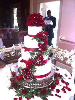 Wedding_Cake_red_roses_white_4_tier.JPG