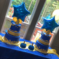 Royal_Cake_twins_1_blue_gold_crown.jpg