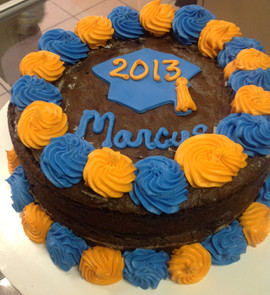 Graduation_cake_blue_yellow_2.JPG