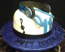 Men_Cake_beats_headphones.jpg