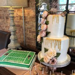 Wedding_Cake_gold_drip_rustic_flowers_gr