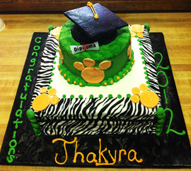 Graduation_cake_green_yellow_pawprint.JP