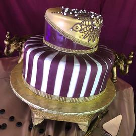 Wedding_Cake_purple_gold_bling_royal.jpg
