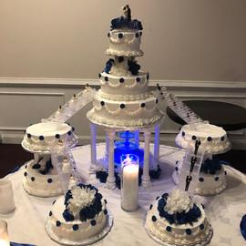 Wedding_Cake_castle_blue_white_bride_gro