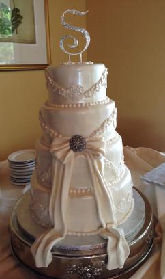 Wedding_Cake_white_4_tier_bling_topper_f