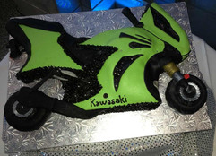 Men_Cake_green_kawasaki_bike.JPG
