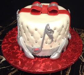 Woman_Birthday_Cake_music_bow_red_white_