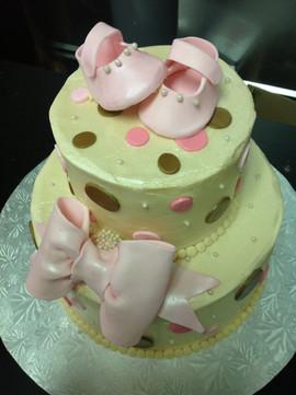 Babyshower_Cake_booties_pink_green_bow.J