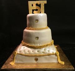 Royal_Cake_white_gold_pillow_quilt_ropes