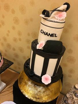 Accessories_Cake_Chanel.jpg