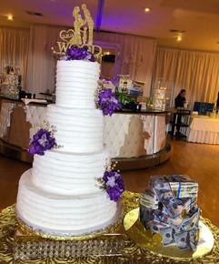Wedding_Cake_4_tier_purple_roses_white_g