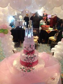 Royal_Cake_pink_castle.jpg