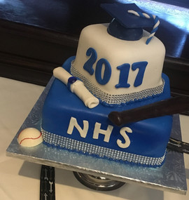 Graduation_Cake_blue_white_2017_cap.jpg