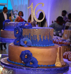 Royal_Cake_Sweet_16_blue_gold_bling_pari