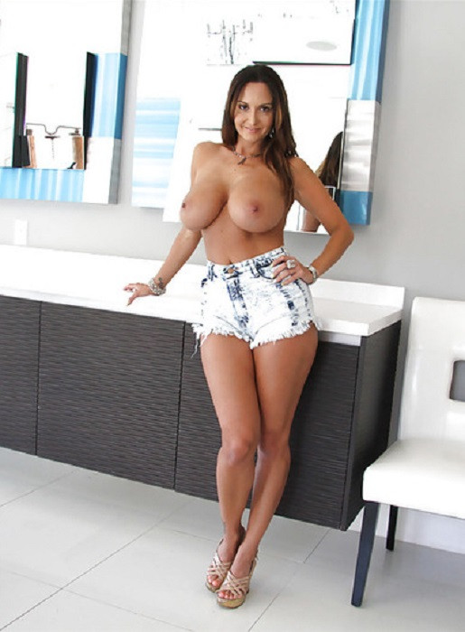 Mature Escort Lady Chesty