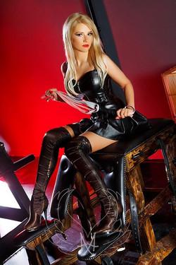 Fetish BDSM Mistress Claire Gold