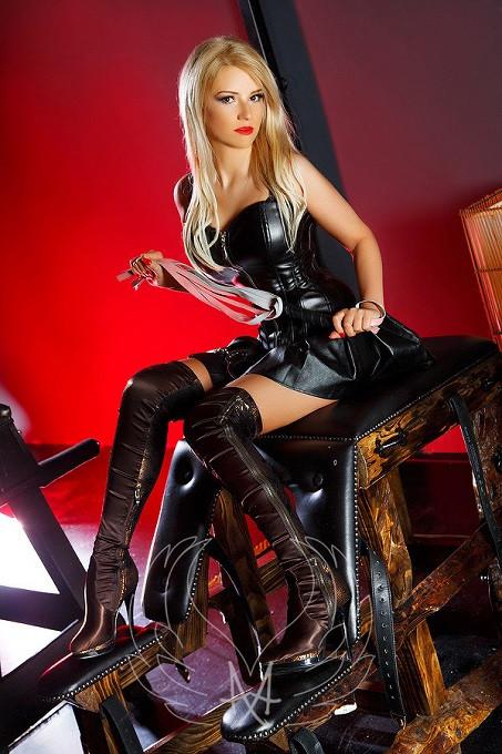 Sensual Mistress Claire Gold