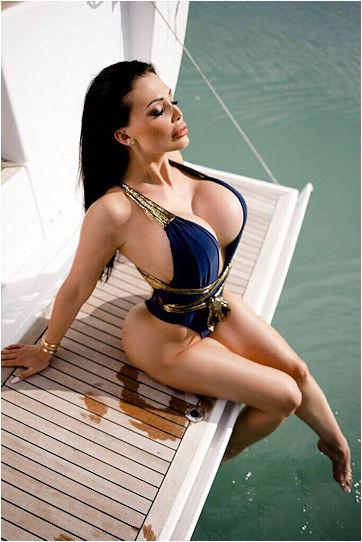 Busty Escort Girl Aletta Ocean