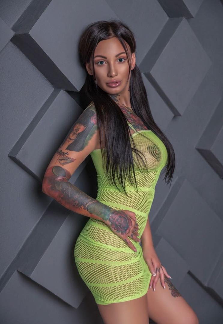 Dövmeli Porno Yıldızı Escort Adel Asanty