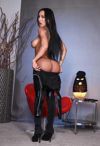 Fetish and BDSM Mistress Zara
