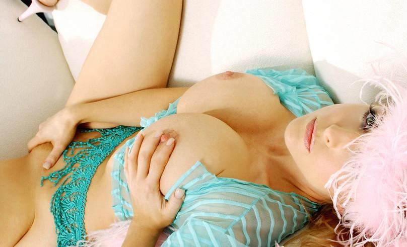 Curvy Escort Lady Danni