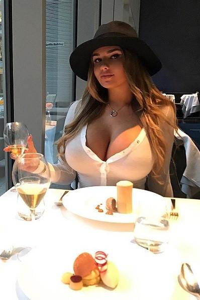 Büyük Göğüslü Escort Melanie