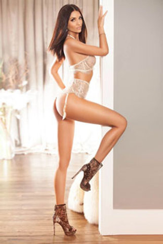 Brunette Escort Girl Cindy