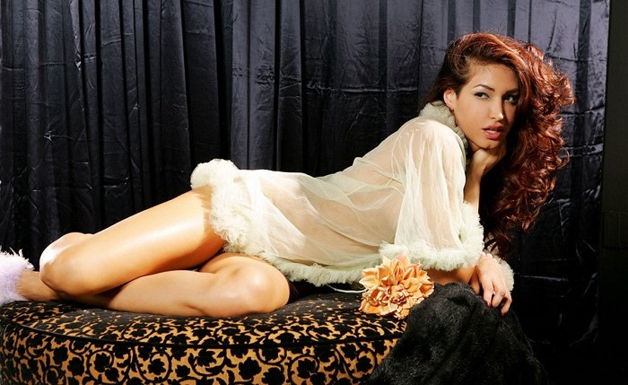 Curvy Escort Angela Taylor