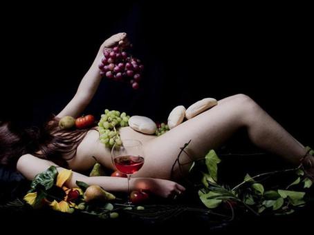 Fransanın Başkenti Paris'in ilk nudist restoranı açıldı