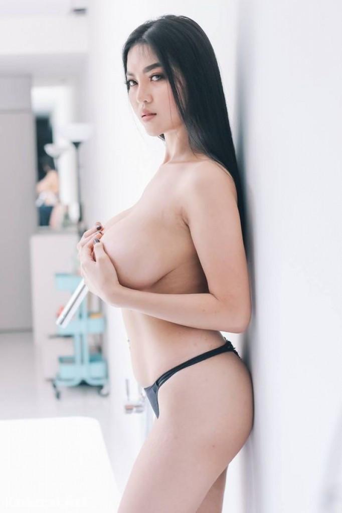 Korean Girl Escort Emma