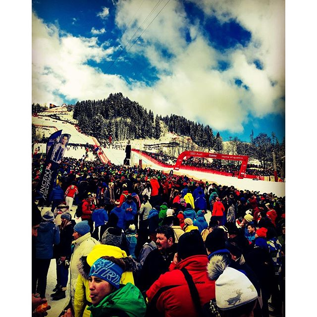 #Hahnenkammrennen in#Kitzbühel...crazy shit ..exciting here...thanks #cordialhotels ..waiting for the start..