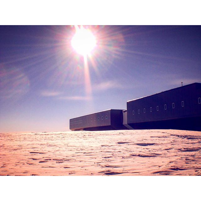 New Year's Eve morning at Amundsen-Scott Southpole Station ..Race to the southpole in Dezember 2013 .