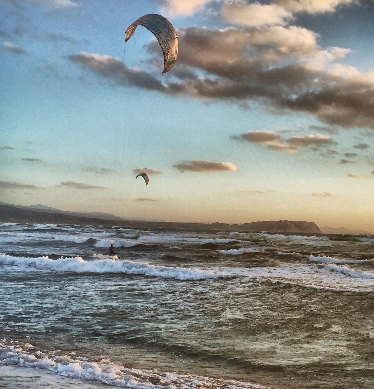Kitesurfing at Rena Majore