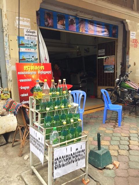 Kambodschanische Tankstelle
