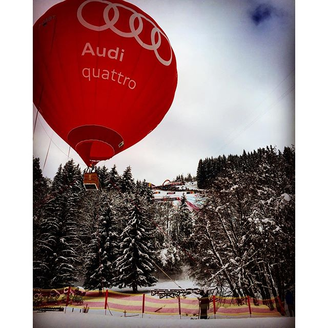 Nice colours at #Hahnenkammrennen in #Kitzbühel...#audi is one of the big #sponsors I think..😜..